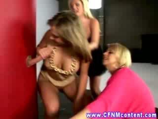 Облечена жена гол мъж през дупка sluts любов техен cocks sticking навън на стена
