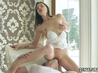 bruneta, doggystyle, orgasmus