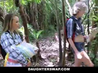 Daughterswap- καυλωμένος/η daughters γαμώ μπαμπάδες επί camping ταξίδι <span class=duration>- 10 min</span>