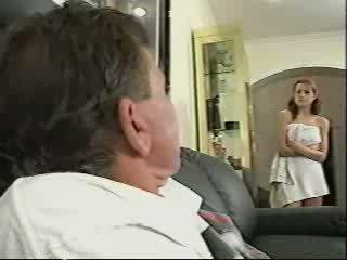 Tėtis gets prigautas sniffing kelnaitės video