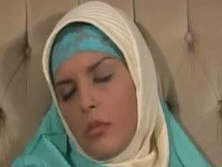 Horney arab mergaitė