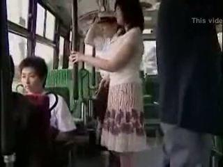 Staigmena hanjob apie autobusas su double laimingas ending