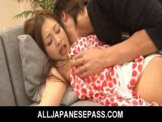 Suzuka ir fingered kā viņai puss ir soaked ar girlie juice