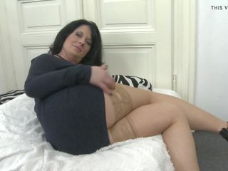 Amateur Mother Stuffing Her Wet Pussy, HD Porn e4