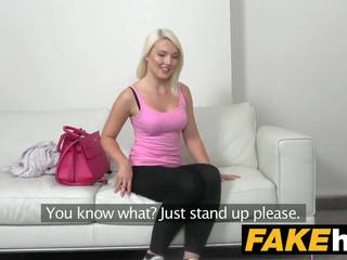 Fake agent karstās euro blondīne bomba likes doggy stils