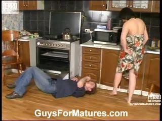 Laura 和 mike leggy mamma 內 actionion