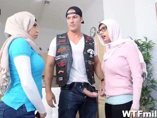 Julianna vega och mia khalifa worship den kuk