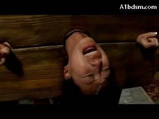 Berpayu dara besar warga asia gadis dalam stock menjerit manakala fingered fucked stimulated dengan penggetar getting banyak facials pada yang penjara bawah tanah majlis