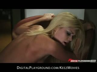 Uzbudinātas big-tit karstās blondīne draudzene riley steele rides hard-dick