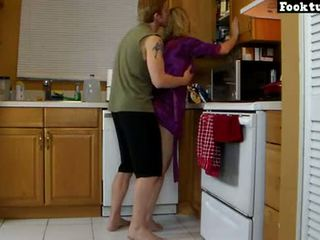 Mutter lets sohn aufzug sie und schleifen sie heiß arsch bis er cums im seine shorts