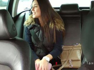 جميل تشيكي فتاة banged في fake taxi