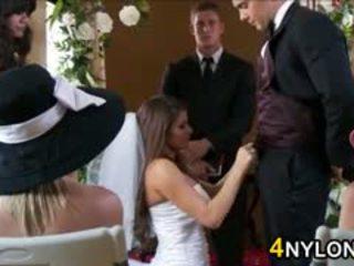 Līgava skūpstošie viņai jauns husbands dzimumloceklis