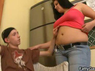 セクシー ドシンと落ちること seduces an 若い dude