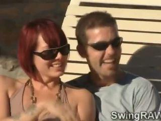 Tämä altaan puolue on an tekosyy kohteeseen tehdä poppari couples saada ilkeä