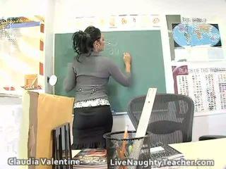 Karstās brunete skolotāja uz mini svārki un melnas veļa