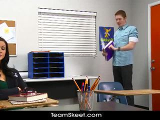 Kendall karson gets वाइल्ड साथ उसकी classmate