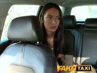 Faketaxi taxi driver fucks party mädchen auf rücksitz