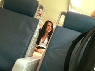 Pervert guy spied op heet babe in de bus
