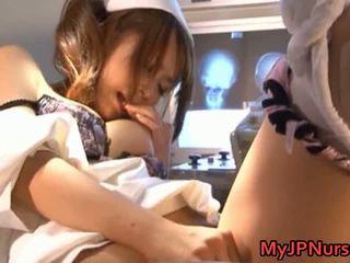 Akina piękny azjatyckie pielęgniarka expand jej twat