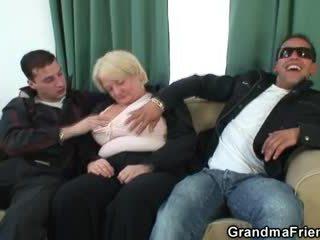 Có ba người truy hoan tập với say bà nội