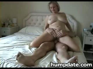 Rondborstig rijpere vrouw met mooi groot bips rides lul