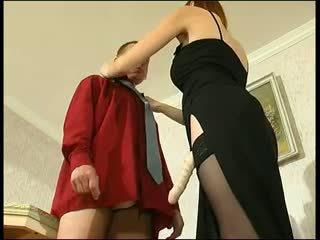 Vöröshajú orosz strapon hölgy