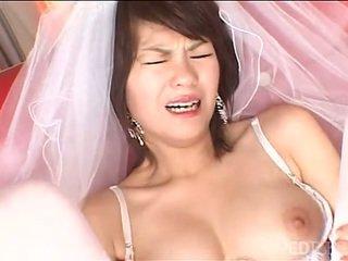 Solo जपानीस ब्राइड masturbates