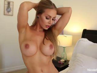 Nicole aniston uses të saj lodra seksi fleshlight në një i vështirë kokosh