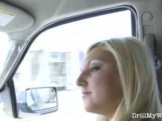 Geil blondine vrouw gets nailed door een stranger