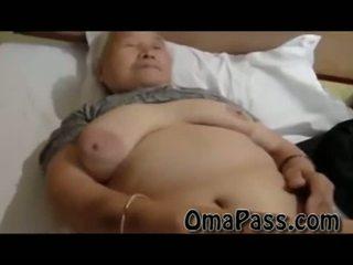 Mycket gammal fett japanes grannyen knull så hård med ett människa video-