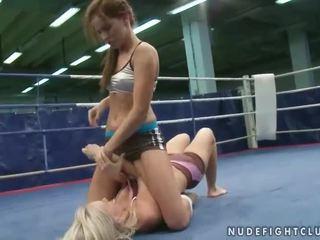 Wild hot girls fighting