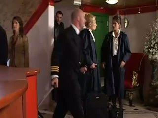 Two sweety stewardesses delen vers zaad