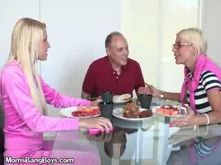 Блондинки мадама gets путка eaten от boyfriend