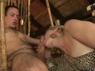 جدة و صبي enjoying حار جنس