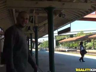 ラティナ june スター picked アップ 上の a 列車 駅