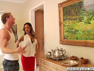 Mommyblowsbest nadia styles ir the horniest mammīte!