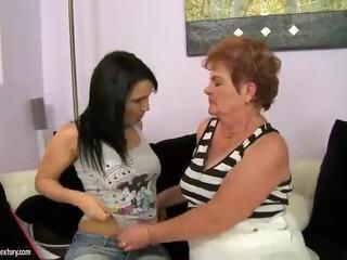 Gorda avó appreciates lésbica xxx involving jovem grávida nymph