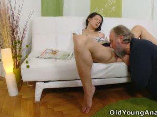 Anāls sekss craving pusaudze begs vecāks vīrietis līdz veikt viņai atpakaļ passage