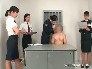 Á châu công an người phụ nữ toying male chặt chẽ ass trên một bàn
